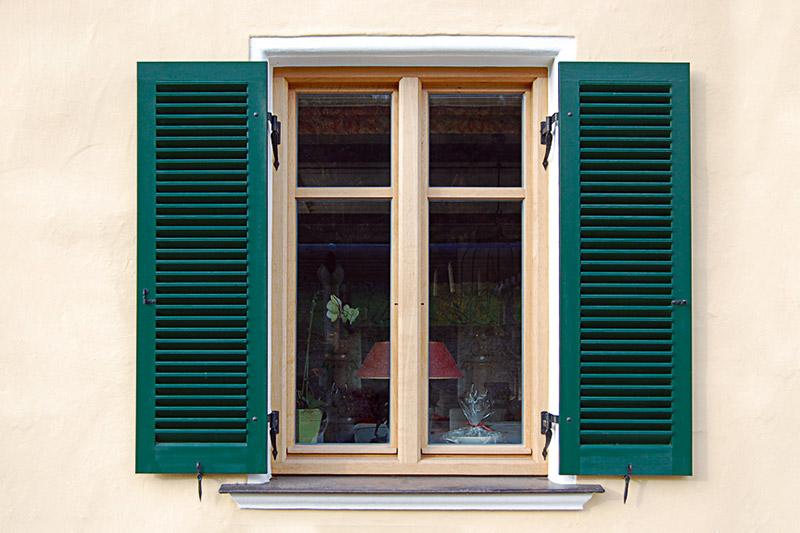 Alztal Fensterladenbau Hochwertige Fensterladen Aus Holz Und Aluminium Klappfensterladen Schiebefensterladen Holzfensterladen Klappladen Jalousieladen Und Brettladen Aus Holz